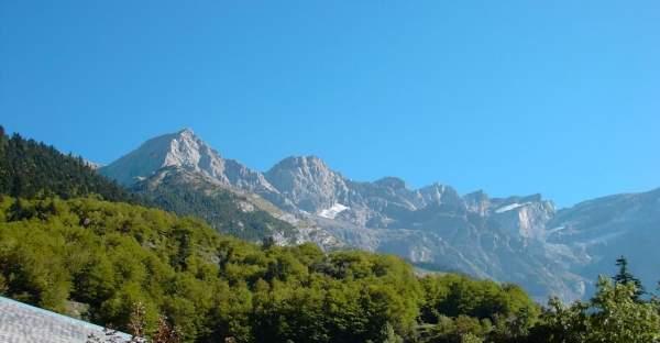 Randonnées sur les nombreux sentiers balisés et chemin des Pyrénées
