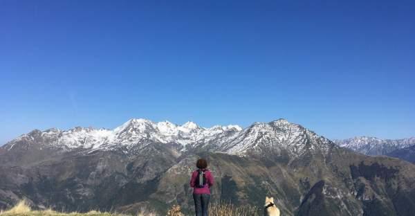 Contemplation de la nature en haute montagne dans les Pyrénées
